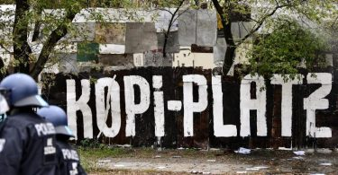 Die Wagenburg «Köpi» soll geräumt werden. Foto: Fabian Sommer/dpa