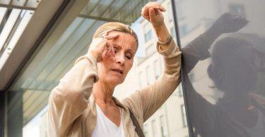 Minutenlange Probleme mit dem Sehen oder mit der Koordination können Symptome einer kurzen Durchblutungsstörung im Hirn sein. Foto: Christin Klose/dpa-tmn