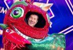 """Jens Riewa, Moderator der Tagesschau, steht als enttarnte Figur """"Die Chili"""" in der Prosieben-Show """"The Masked Singer"""" auf der Bühne. Foto: Rolf Vennenbernd/dpa"""