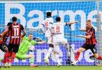 Stürmerstar Robert Lewandowski (2.v.r.) erzielt das Tor zur 2:0-Führung des FCBayern bei Bayer Leverkusen. Foto: Marius Becker/dpa