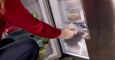 Nicht alle Lebensmittel sind zur Lagerung in der Tiefkühltruhe oder im Tiefkühlschrank geeignet. Foto: Christin Klose/dpa-tmn