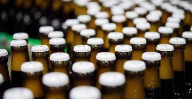 Die Kosten für Brauereien steigen deutlich - mit Auswirkungen auf den Bierpreis. Foto: Rainer Jensen/dpa