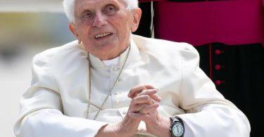 In einem Kondolenzschreiben für einen Freund hatte Benedikt XVI. geschrieben, dass sein früherer Kollege im Jenseits angelangt sei und er hoffe, «dass ich mich bald hinzugesellen kann». Foto: Sven Hoppe/dpa-Pool/dpa