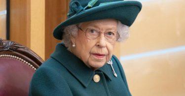 Königin Elizabeth II. sitzt im Plenarsaal des schottischen Parlaments in Edinburgh. (Archivbild). Foto: Jane Barlow/PA Wire/dpa
