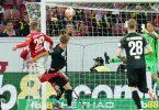 Jonathan Burkhardt (l) erzielte beim Mainzer Sieg gegen Augsburg zwei Treffer. Foto: Uwe Anspach/dpa
