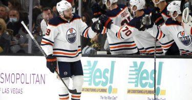 Leon Draisaitl (l) traf doppelt für die Edmonton Oilers. Foto: Steve Marcus/FR171387 AP/dpa