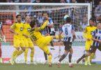 Dortmunds Torschütze Mats Hummels (M.) erzielt den zweiten Treffer. Foto: Friso Gentsch/dpa