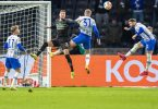 Hertha und Gladbach boten ein intensives, aber chancenarmes Spiel. Foto: Andreas Gora/dpa