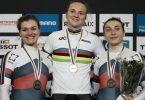 Sicherte sich ihren zweiten Titel und die insgesamt dritte Medaille: Lea Sophie Friedrich (M). Foto: Thibault Camus/AP/dpa