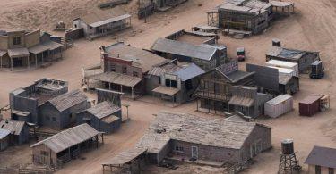 Diese Luftaufnahme zeigt die Bonanza Creek Ranch nach dem tödlichen Schuss aus einer Requisitenwaffe auf die Chef-Kamerafrau am Set eines Westerns. Foto: Jae C. Hong/AP/dpa