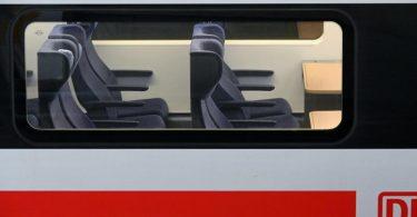 Die Bahn plant für die Tage des Weihnachtsverkehrs sogenannte Verstärkerzüge einzusetzen. Foto: Uwe Zucchi/dpa