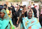 Zahlreiche Menschen haben auf den Straßen Khartumsgegen die Übernahme der Regierung durch dieArmee demonstriert. Foto: Ashraf Idris/AP/dpa