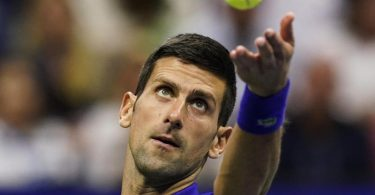 Tennis-Star Novak Djokovic möchte sich nicht zu seinem Impfstatus äußern. Foto: Elise Amendola/AP/dpa