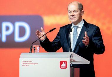 «Die neue Regierung wird im ersten Jahr (...) alle Weichen stellen, damit Deutschland nicht eine Stromlücke hat»: Olaf Scholz spricht beim 7. Ordentlichen Gewerkschaftskongress der IG BCE in Hannover. Foto: Hauke-Christian Dittrich/dpa