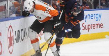 Leon Draisaitl (r) im Zweikampf mit Rasmus Ristolainen von den Philadelphia Flyers. Foto: Jason Franson/The Canadian Press/AP/dpa