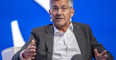 Für Bayern-Chef Herbert Hainer ist das Projekt einer europäischen Super League an der Kraft des Fußballs und der Fans gescheitert. Foto: David Inderlied/dpa
