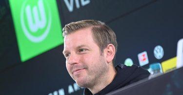 Gut gelaunt: Neu-Wolfsburg-Coach Florian Kohfeldt bei seiner Vorstellung beim VfL. Foto: Hauke-Christian Dittrich/dpa